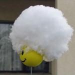 我が雪と思へば軽し…