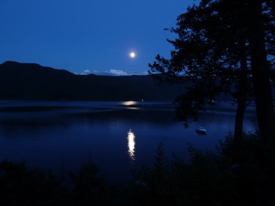 IMAGE: At Nikitatsu / We have waited for the moon / Before boarding our boat; / Now the tide is in at last -- / Come, let's get to rowing! //